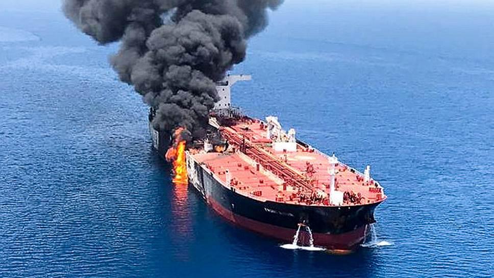Пожары на танкерах в Оманском заливе немедленно отразились на рынке нефти: цены на нее выросли вчера днем почти на 4%
