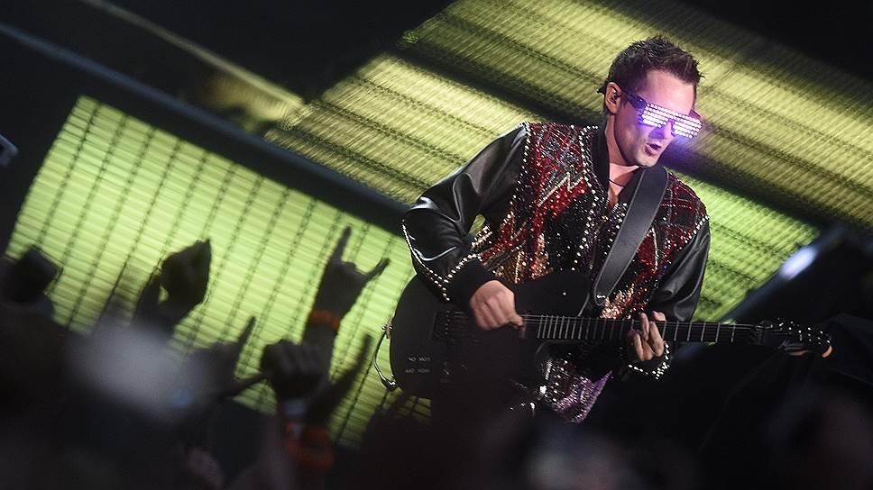 Muse во главе с Мэттью Беллами привезла в Москву шоу, на которое всем остальным группам остается только равняться