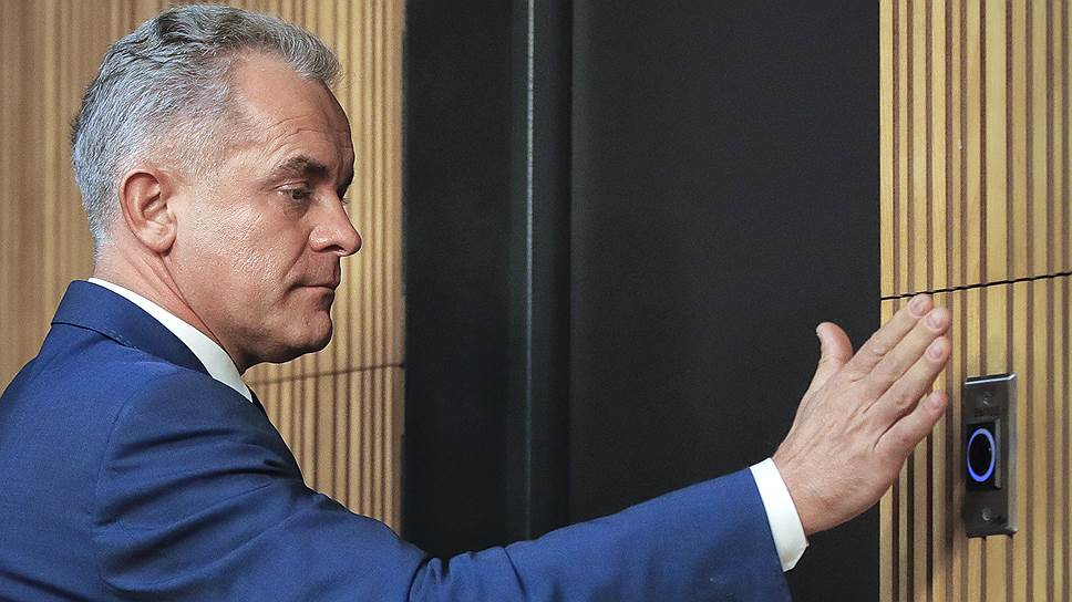14 июня олигарх Владимир Плахотнюк бежал из Молдавии. Предположительно, ему удалось выбраться на Украину через непризнанное Приднестровье, откуда он скрылся в неизвестном направлении