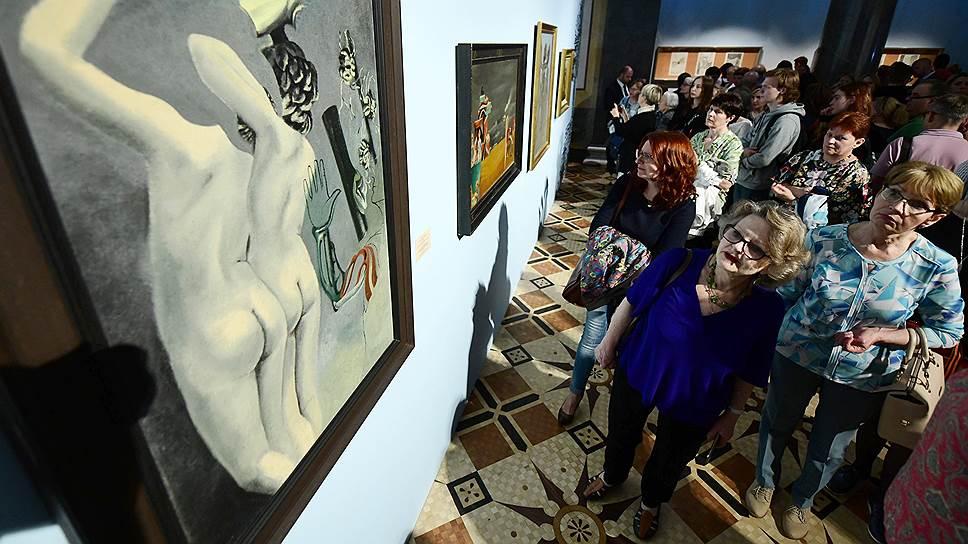 Творческий метод Эрнста, увязывающий дадаизм с сюрреализмом, поворачивается к зрителю разными сторонами