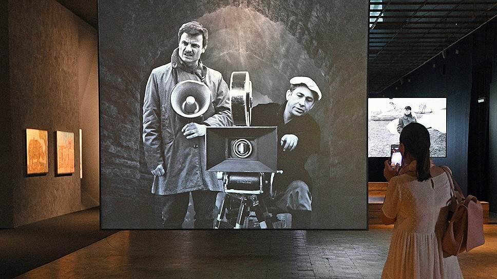 Выставка ищет переклички между кинематографом Тарковского и искусством советских нонконформистов