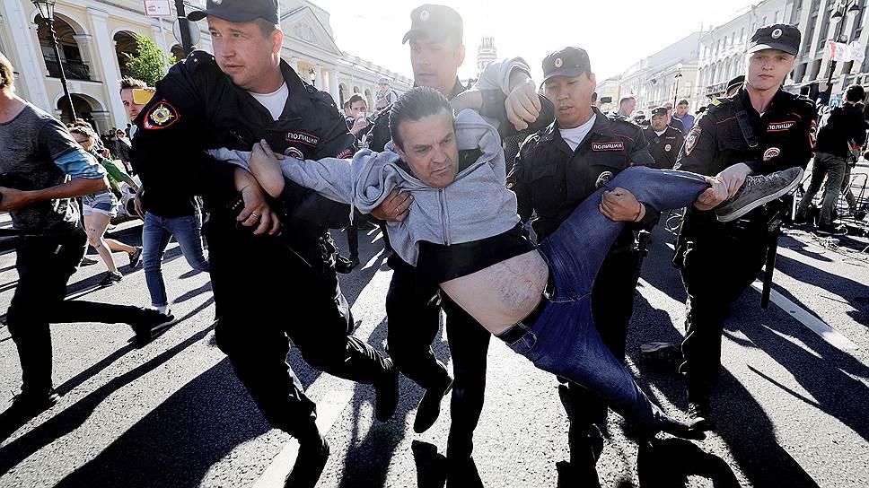 Несанкционированный митинг в Петербурге привел к единичным задержаниям