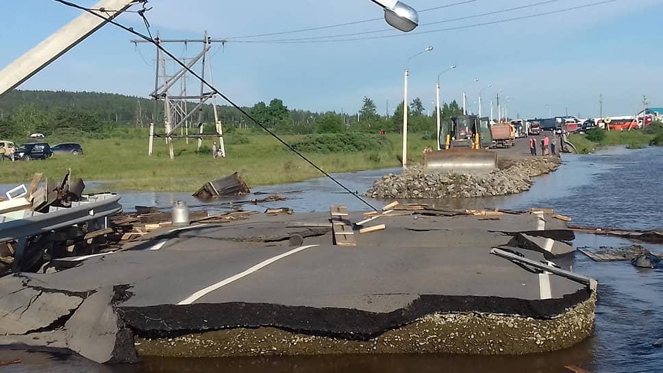 Как ликвидируют последствия природной катастрофы в Иркутской области