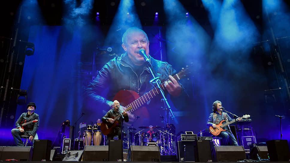 Андрей Макаревич и его музыканты выступили вопреки стандартам торжественного юбилейного концерта
