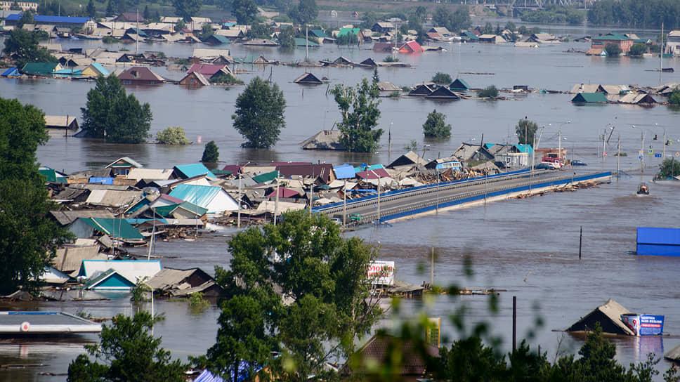 Смытые водой постройки преградили движение на трассе «Сибирь» в районе Тулуна