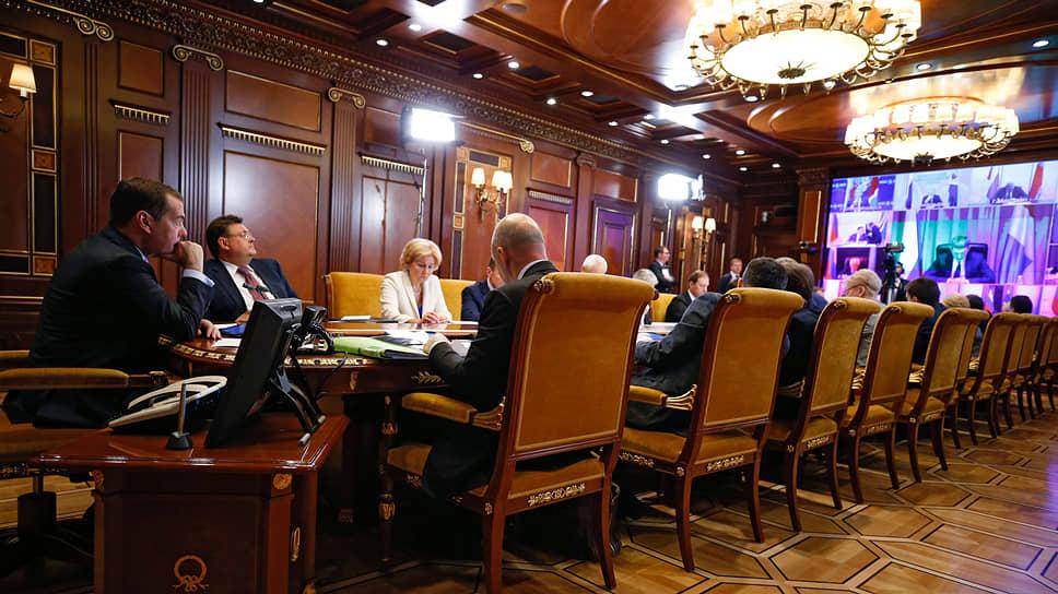 Видеоконференция с премьером Дмитрием Медведевым дала губернаторам возможность рассказать ему о реальных проблемах «приземления» нацпроектов в регионах