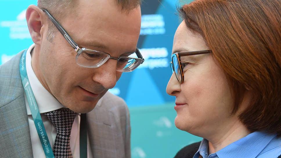Заместитель председателя Центрального Банка России Владимир Чистюхин и председатель Центрального Банка России Эльвира Набиуллина