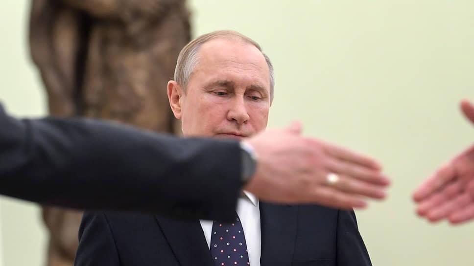 Идея с самого начала состояла в том, чтобы освятить подписание соглашений присутствием Владимира Путина