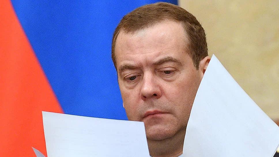 В проектном офисе Белого дома премьер-министру Дмитрию Медведеву все чаще приходится обсуждать не столько организацию проектов, сколько тормозящие их процессы