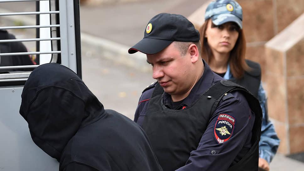 Олега Медведева (Шишканова) суд арестовал, несмотря на то что он заявил, что не понимает, в чем его обвиняют
