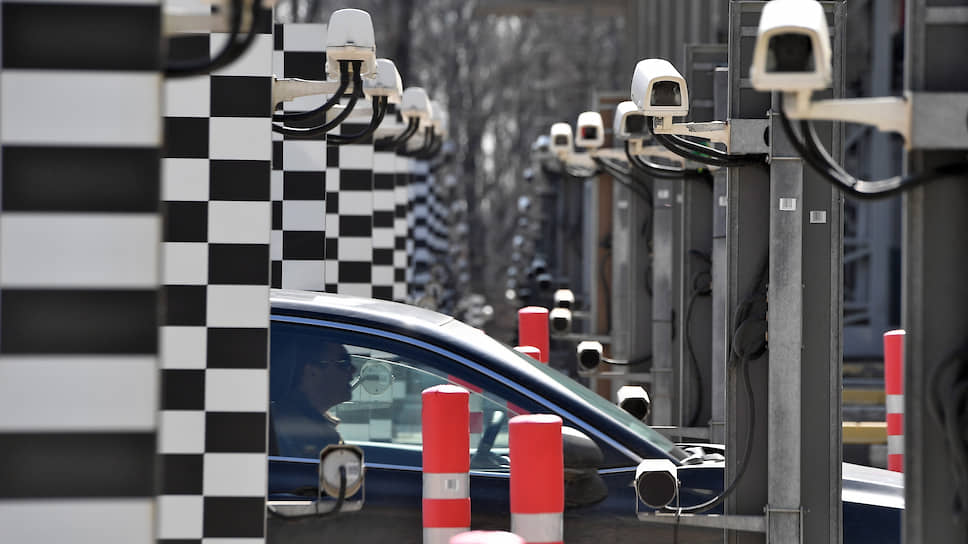 Новый штраф поможет работе шлагбаумов на частных трассах