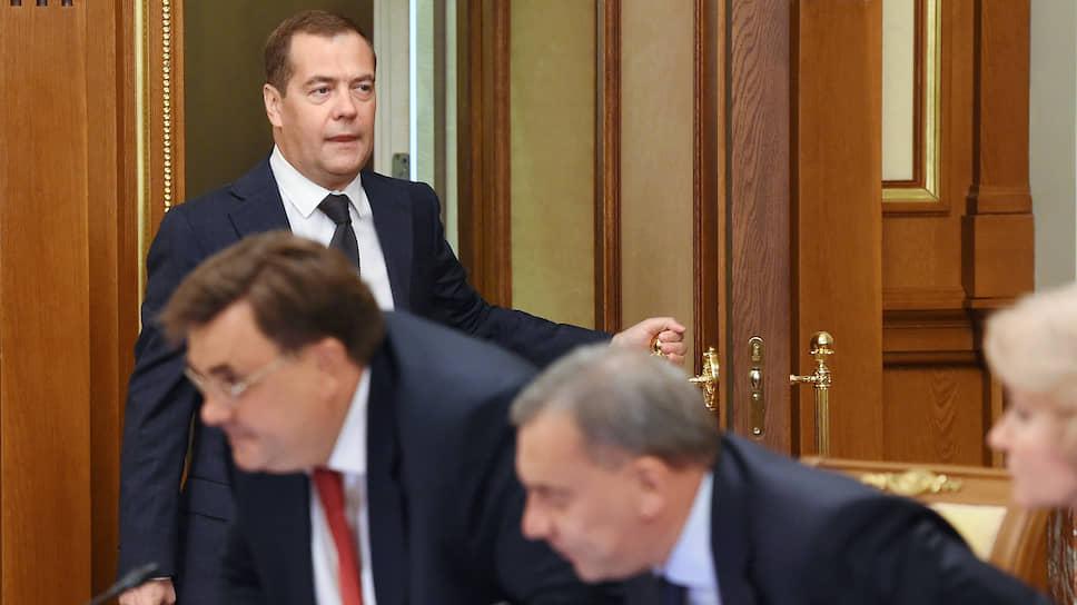Правительство под руководством Дмитрия Медведева открывает возможность использовать ФНБ во благо экспортно ориентированной индустрии