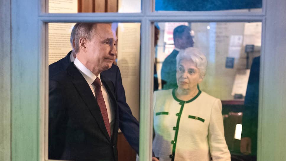 Владимир Путин в сопровождении Натальи Солженицыной увидел русское зарубежье, как оно было век назад