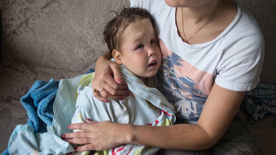Четырехлетний Кирилл стал шестым ребенком в семье. Приемные родители сразу же взялись за его лечение