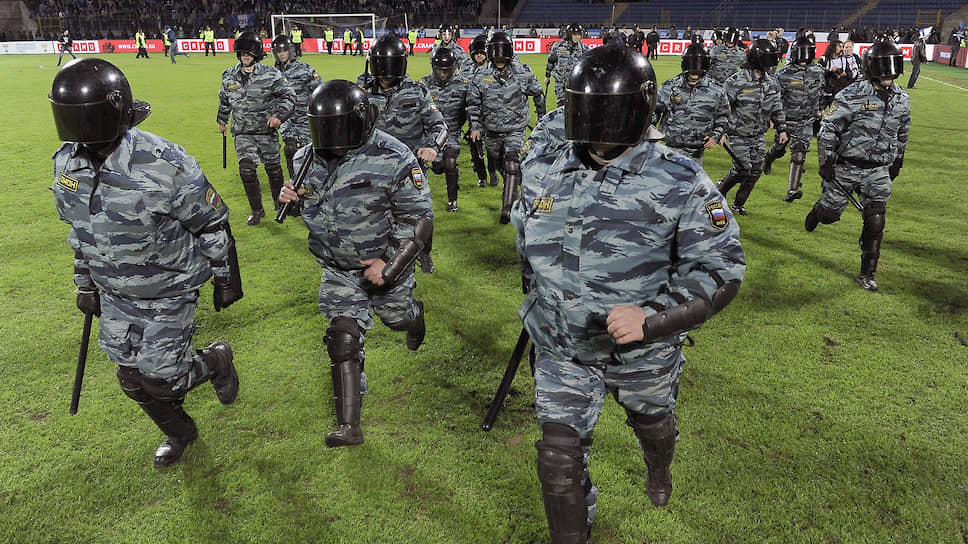 Полиция просит повременить с футболом на время протестных акций