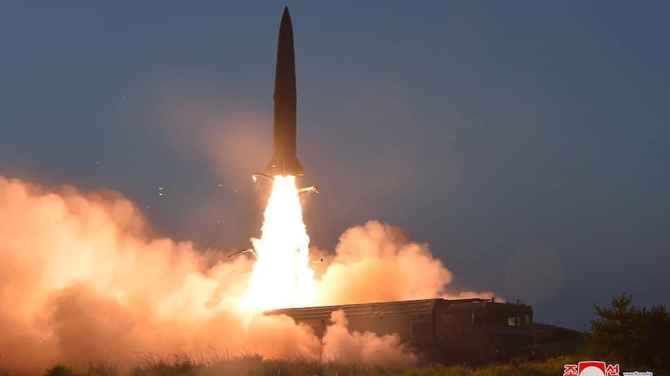 Эксперты предположили, что КНДР, по всей видимости, испытала новейшие твердотопливные оперативно-тактические ракеты KN-23, впервые показанные на параде 8 февраля 2018 года
