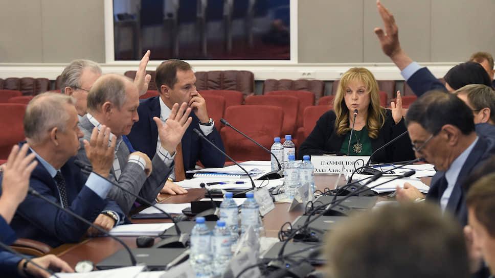 Председатель ЦИК Элла Памфилова (в центре)