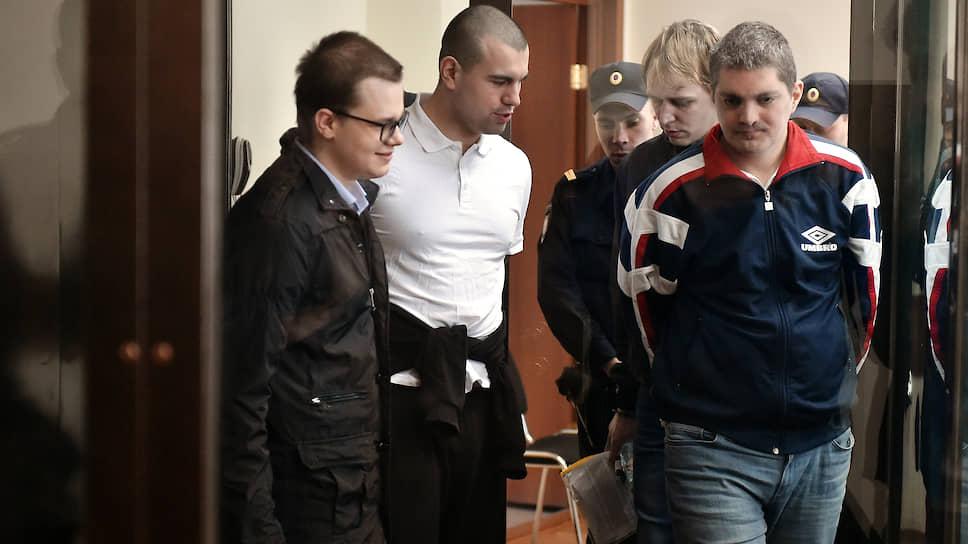 Справа налево: обвиняемые Вячеслав Крюков, Руслан Костыленков, Дмитрий Полетаев и Петр Карамзин