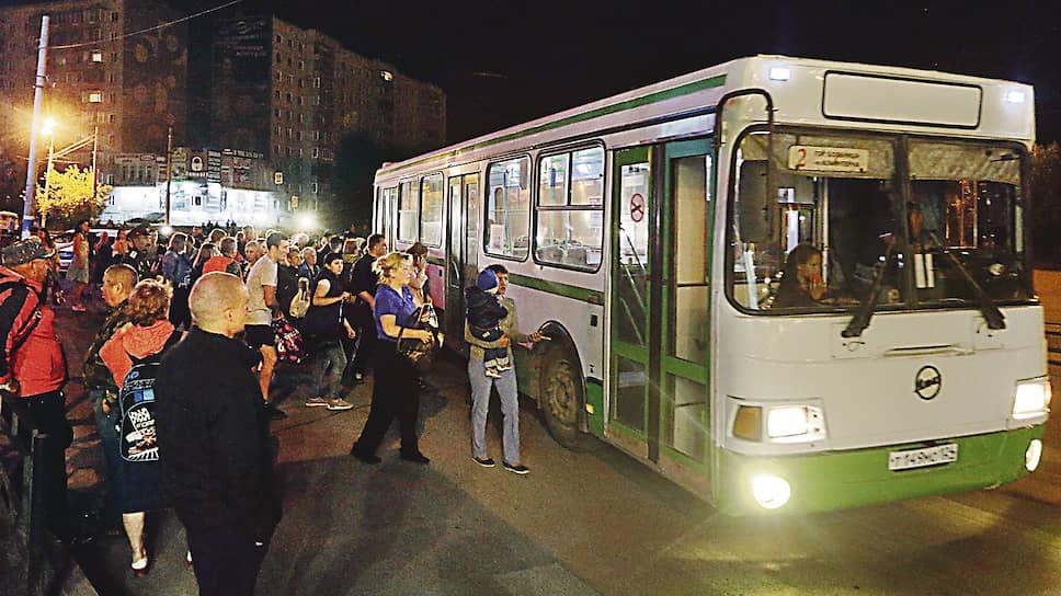К эвакуации населения, оказавшегося в зоне возможного поражения, подключили и общественный транспорт