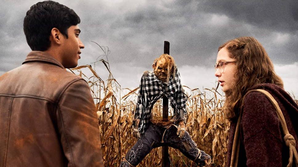 Герои-подростки «Страшных историй для рассказа в темноте» сталкиваются с кошмарами прямо в собственном дворе