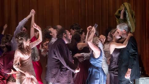 С дачностью до наоборот // На фестивале в Зальцбурге поставили пьесу Максима Горького Дачники