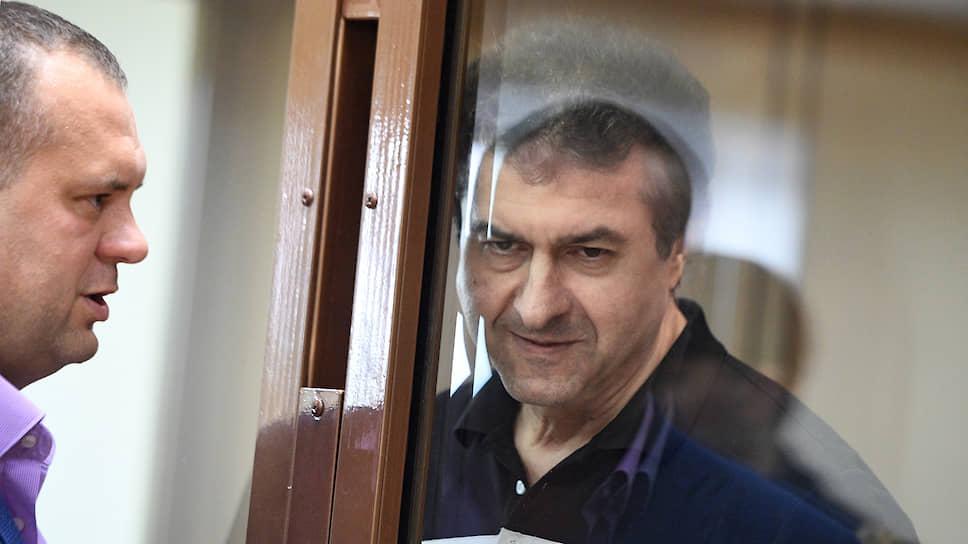 Осудив Олега Мкртчана, суд обязал его выплатить рекордную сумму в 199 млрд руб.