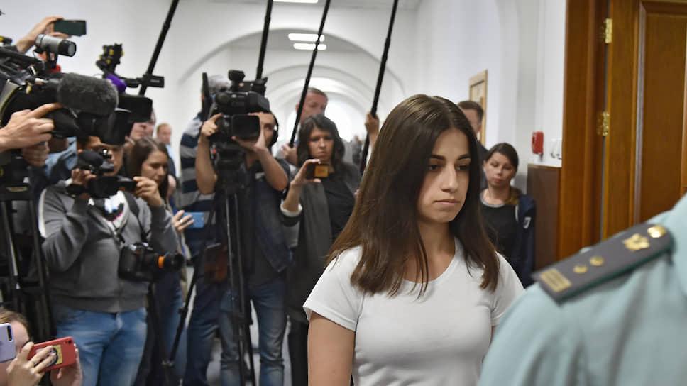 Обвиняемая в убийстве отца Ангелина Хачатурян