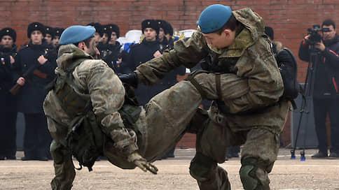В войсковой разведке добывали деньги вместо данных // Три контрактника получили условные сроки за вымогательства у сослуживцев в Крыму