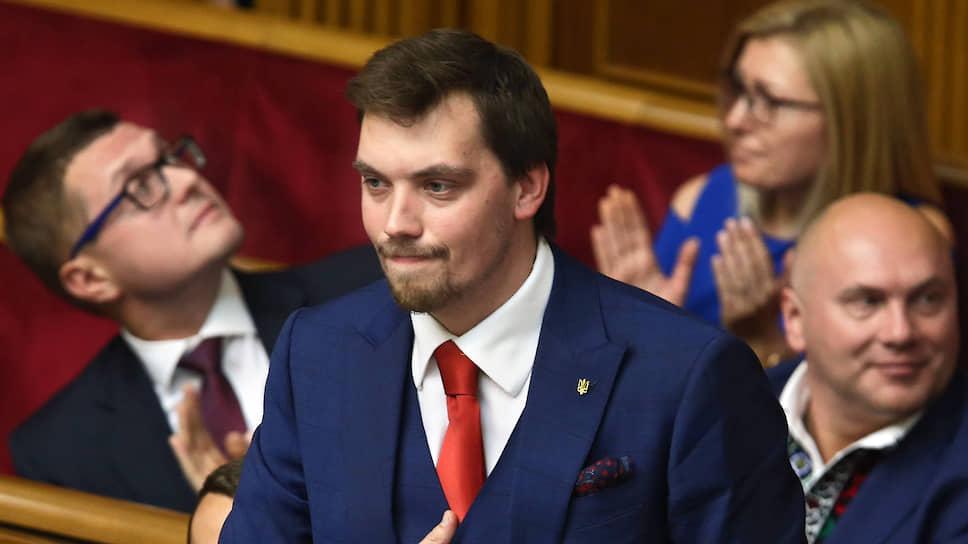 Верховная рада утвердила на пост главы правительства 35-летнего Алексея Гончарука, ставшего самым молодым премьером в истории страны