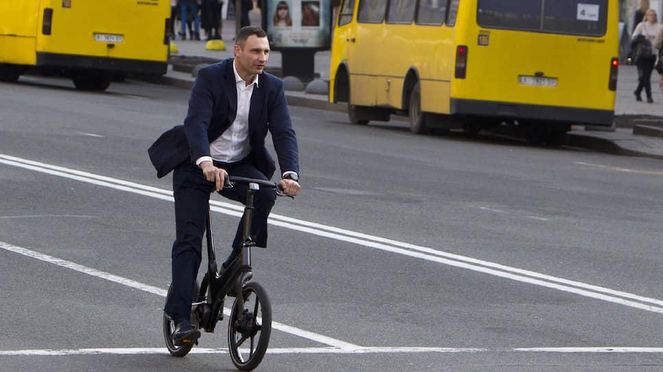 Если Виталий Кличко будет лишен полномочий главы столичной администрации и останется только мэром Киева, он станет во многом церемониальной фигурой без реальных рычагов власти