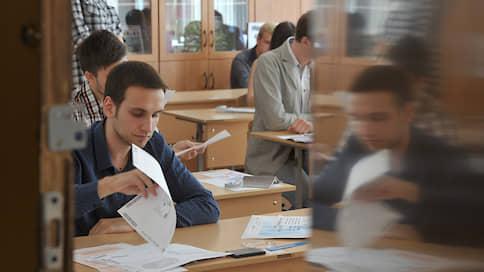 ЕГЭ устроили экзамен  / Больше половины россиян считают, что он не дает объективной оценки знаний