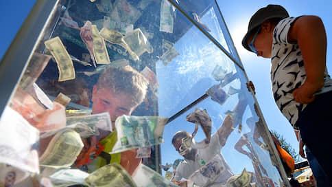 Рубль дорожает без напряжения // Американская валюта упала в цене