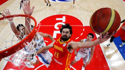 Сборной Испании повезло с финалистом  / В решающем матче она разгромила аргентинцев