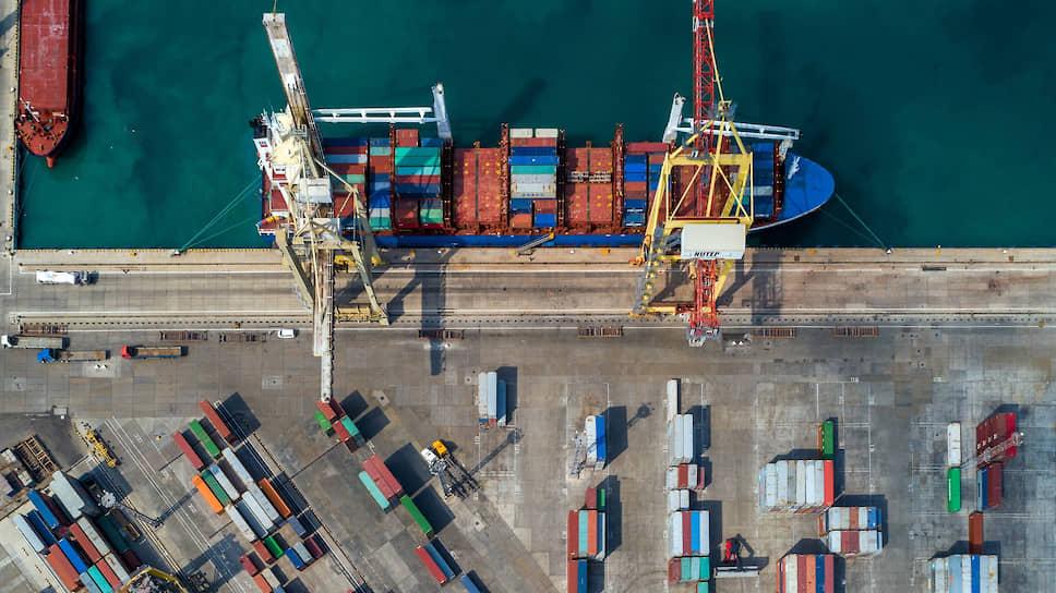 Хотя «обычная» экономика РФ мало зависит от внешних рынков, расклад в мировой торговле влияет на нее очень сильно