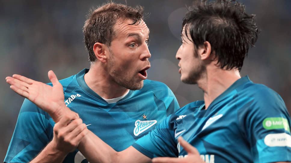 «Зенит» (слева — Артем Дзюба, справа — Сердар Азмун) попал в группу, в которой его шансы на выход в play-off не выглядят эфемерными