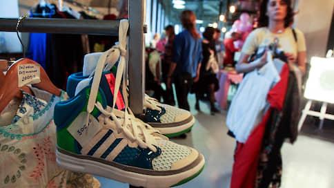 Треть кроссовок — левые  / Рынок поддельной спортивной обуви на подъеме
