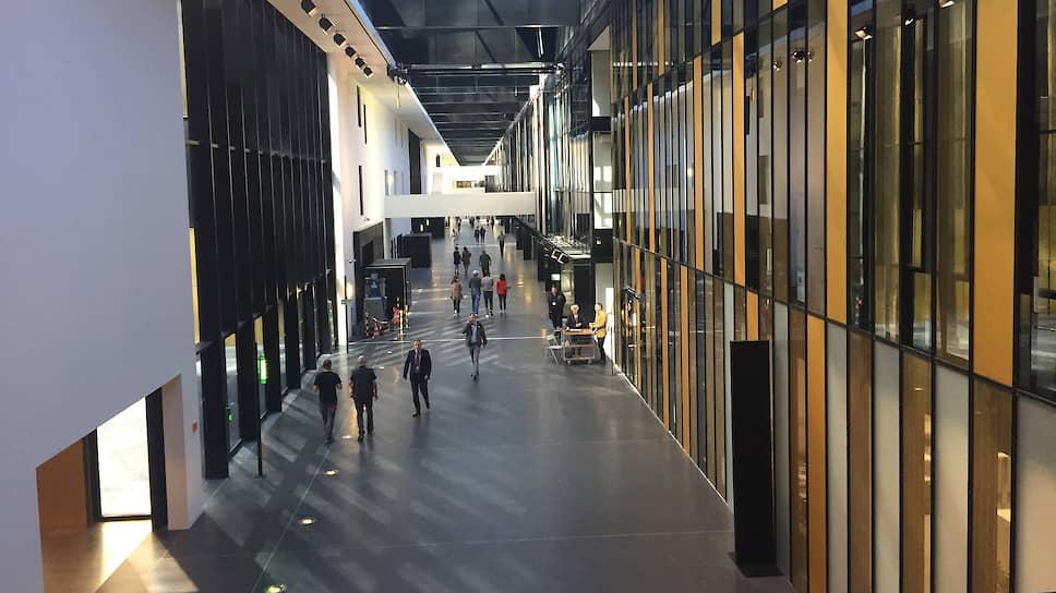 Огромная улица-галерея объединила все здания Дворца правосудия