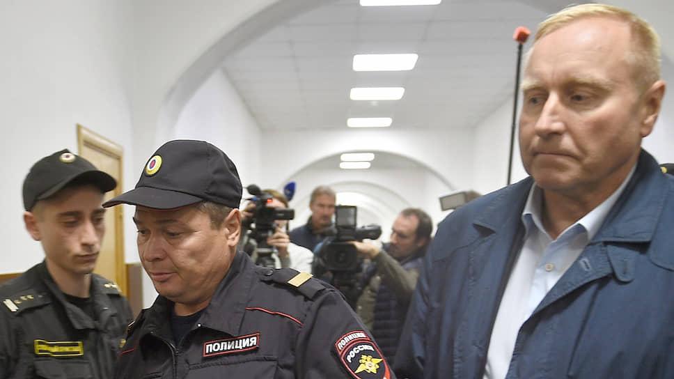 Генерал-майор Мельников обвинен в мошенничестве и арестован