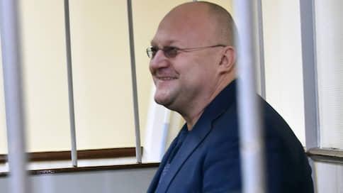 У генерала подслушали застольную  / Обвиняемые по делу о взятках в СКР ознакомились с доказательствами ФСБ