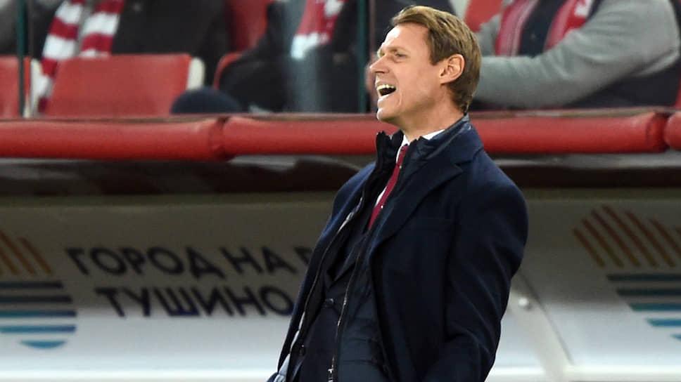 За время пребывания на посту главного тренера «Спартака» Олегу Кононову так и не удалось перестроить игру команды и заручиться поддержкой болельщиков