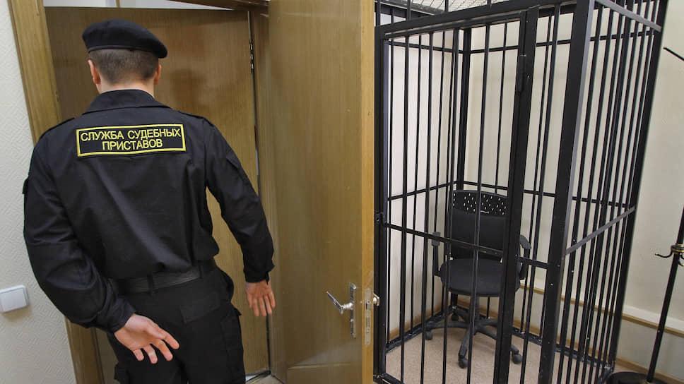 Клетки в российских судах демонтируют в связи с постановлением ЕСПЧ