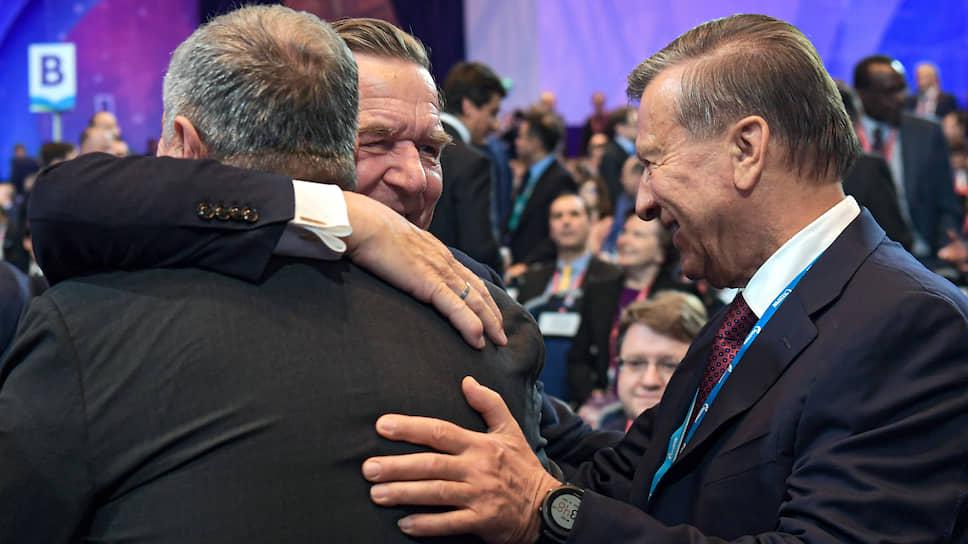 Ничто так не сближает людей, как хорошие углеводороды (на снимке: Игорь Сечин, Герхард Шрёдер, Виктор Зубков)