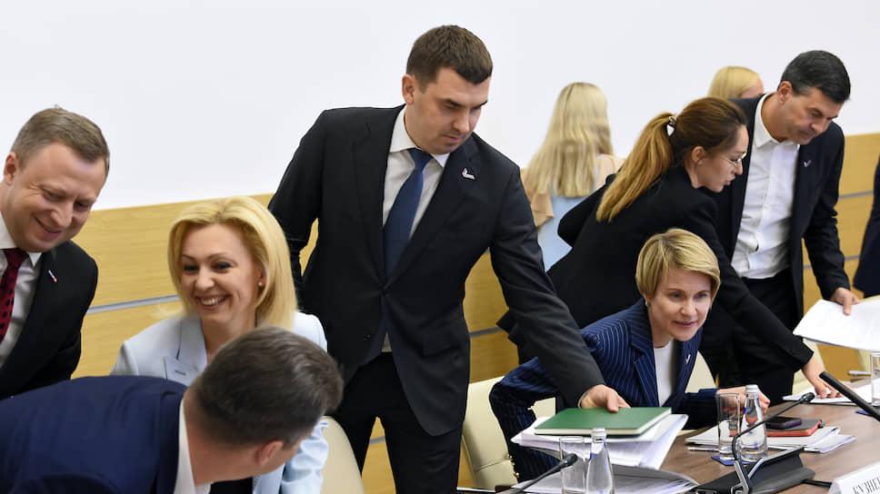 Глава исполкома ОНФ Михаил Кузнецов (в центре)