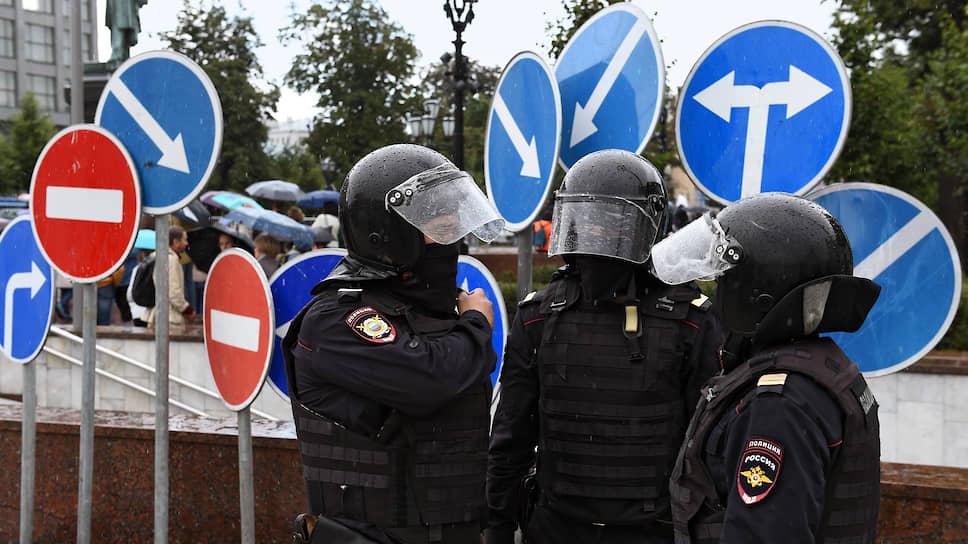 Затраты полиции в дни несанкционированных протестных акций 27 июля и 3 августа получили денежное выражение с шестью нолями