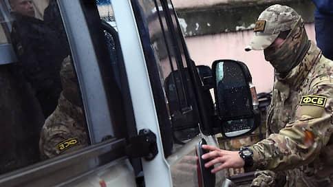 Экс-сотрудникам ФСБ на пять лет запретят выезд из России // Профильный комитет Госдумы рекомендовал к принятию соответствующий законопроект