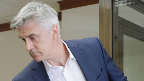 Обвиняемых в хищении в банке «Восточный» оставили без прогулок  / Майклу Калви и Филиппу Дельпалю продлили домашний арест