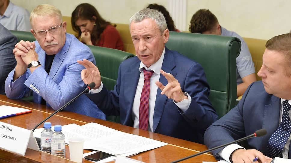 Сенатор Андрей Климов считает, что россияне не склонны верить в иностранное вмешательство из-за иностранного вмешательства в форме мозаичных технологий