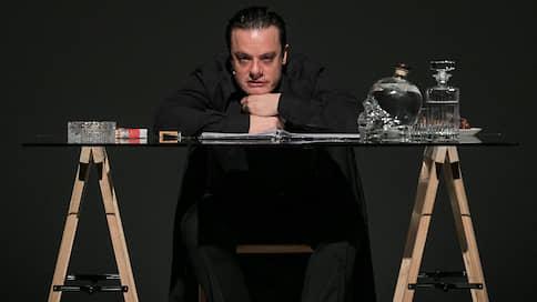 Соло за столом  / в спектакле Яна Фабра «Ночные дневники»