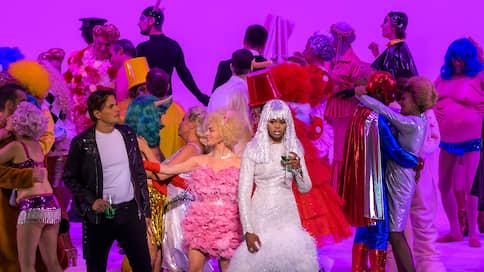 Дама с комментами  / Саймон Стоун поставил «Травиату» в Париже