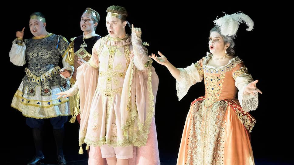 Жесты и костюмы действующих лиц приблизили «Аттиса» к театральной практике времен Людовика XIV